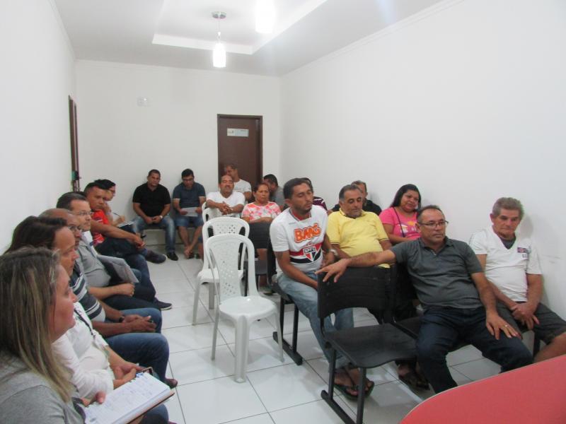 Prefeito Dr. Alcione Barbosa realiza reunião com equipe de governo e vereadores