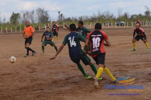 Prefeito marca presença em jogo da Copa Ampar em Curralinhos