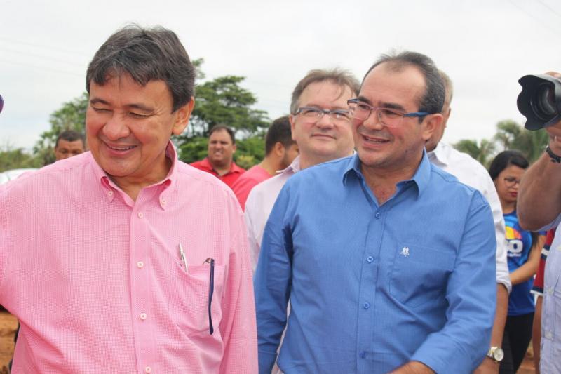 Prefeito Osvaldo Bonfim acompanha governador em vista a obras em Nazária