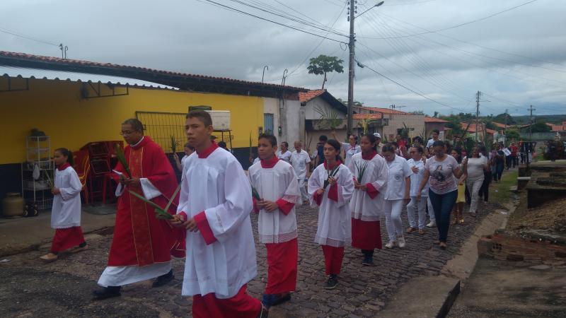 Moradores do Residencial Dignidade celebram o domingo de ramos