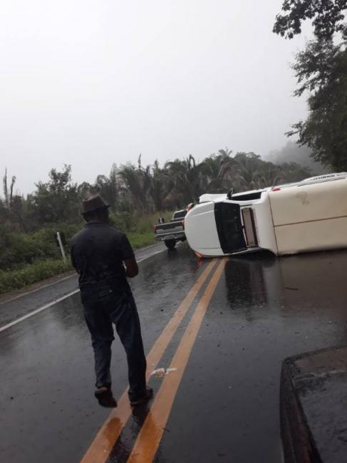 Acidente na BR 316 com ambulância da cidade de Lagoa do Sitio deixa quatro feridos