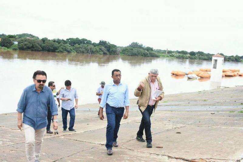 Prefeito Joel visita trechos do rio Parnaíba para verificar nível das águas