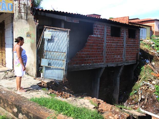 Defesa Civil atende famílias que perderam casas por conta das chuvas