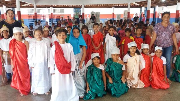 Crianças realizam encenação da paixão de Cristo em Agricolândia