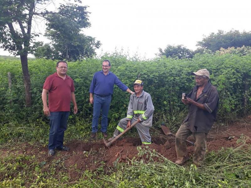 Prefeito Osvaldo Bonfim visita obras de eletrificação do assentamento Vista Bonita