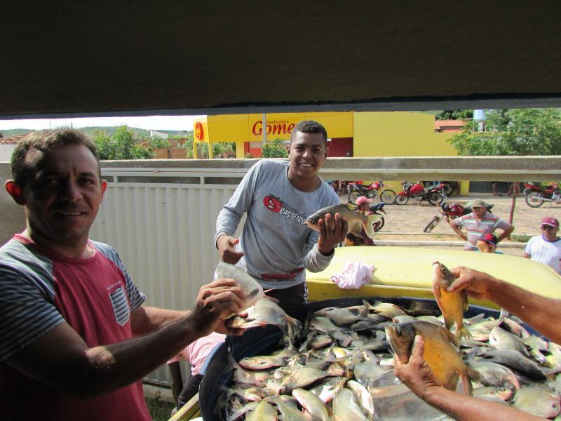 Prefeitura municipal de Conceição do Canindé distribui alimentos a população