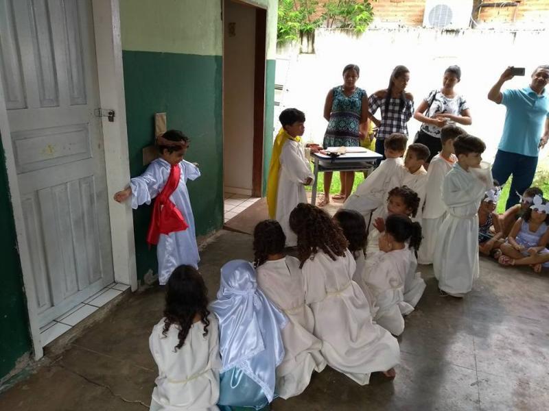 Demerval Lobão | crianças do anexo da escola Tia Emília realizam encenação 'Ressurreição de Cristo'
