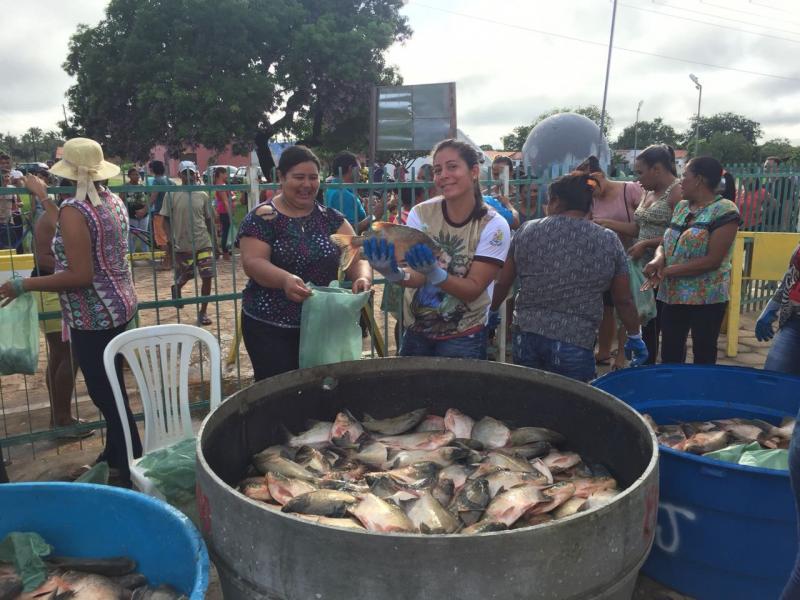Prefeitura Municipal de Lagoa do Piauí realiza tradicional entrega dos peixes da Semana Santa