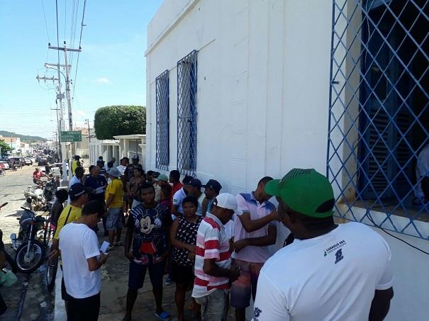 Prefeitura de Oeiras realiza distribuição de 1 tonelada de peixes para a Semana Santa