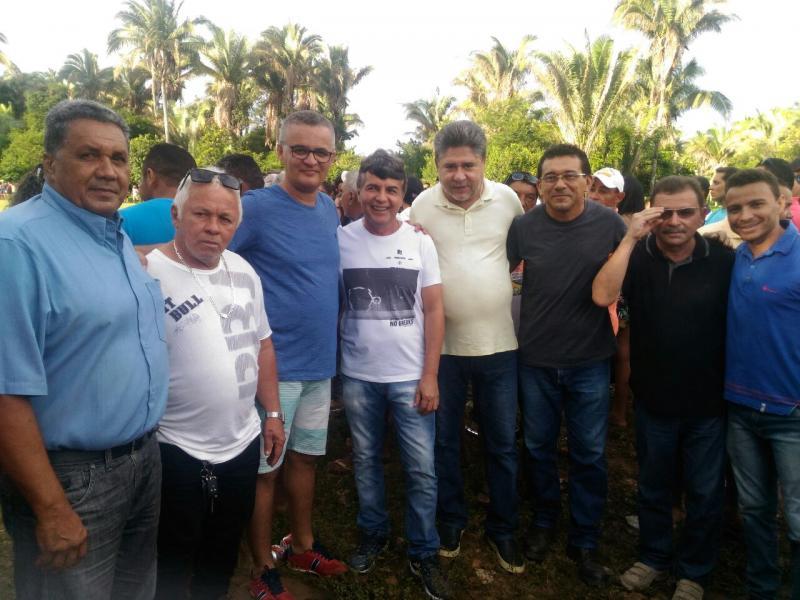 Prefeito João Luiz prestigia final do tradicional torneio de futebol da comunidade Canafístula