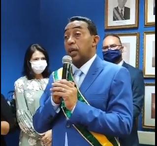 Joel Rodrigues é reconduzido ao cargo em solenidade presencial em Floriano
