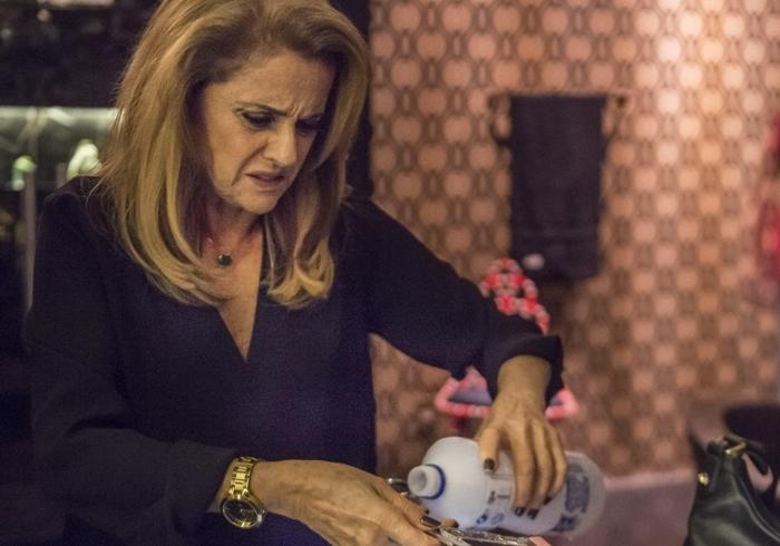 O Outro Lado do Paraíso: Sophia é flagrada ao matar Mariano e toma atitude