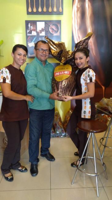 Cacau Show faz entrega de ovo de pascoa gigante a Teresinense