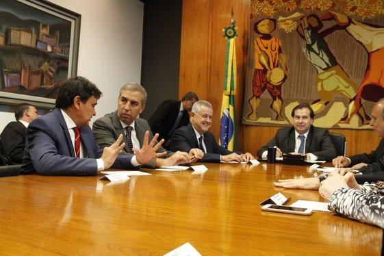 Wellington trata sobre dívida dos estados com Rodrigo Maia