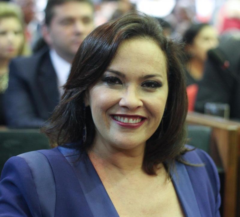 A deputada Juliana fortalece a cena das mulheres mais uma vez