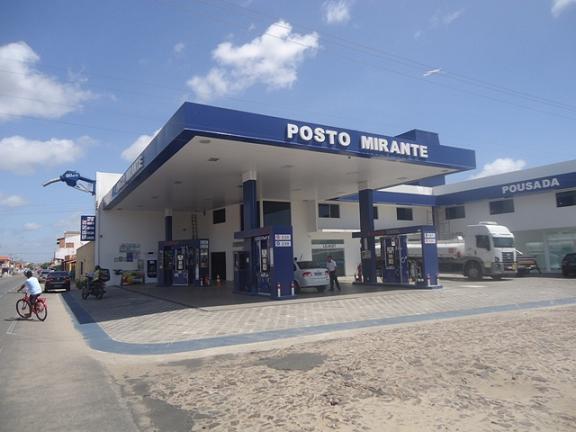 Bandidos rendem funcionários e roubam R$ 200 mil de posto em Parnaíba