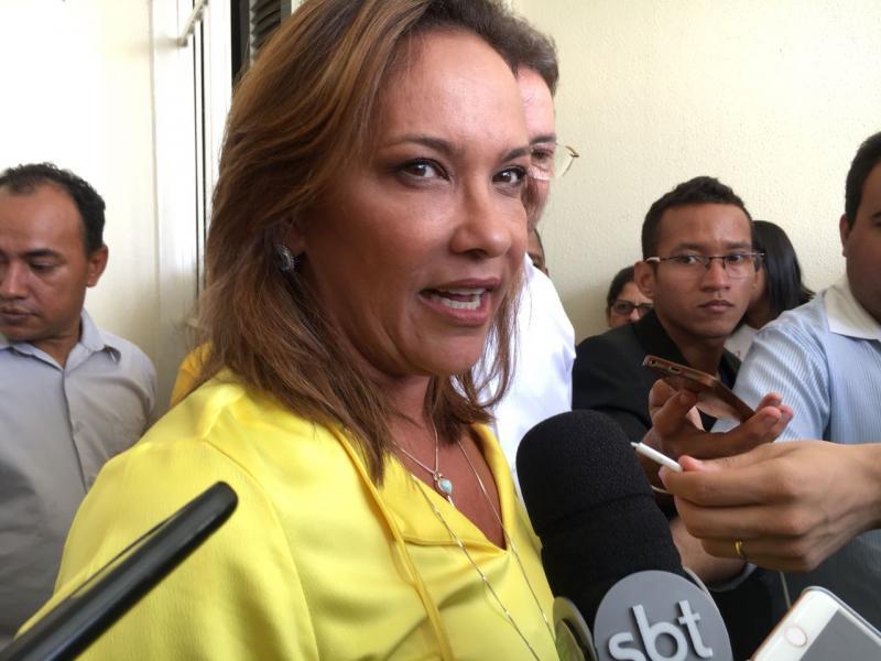 Deputada Juliana Falcão assina filiação ao PSB