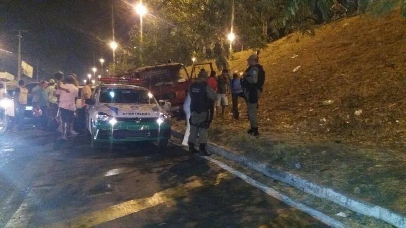 Caminhão desgovernado bate em quatro veículos na Capital