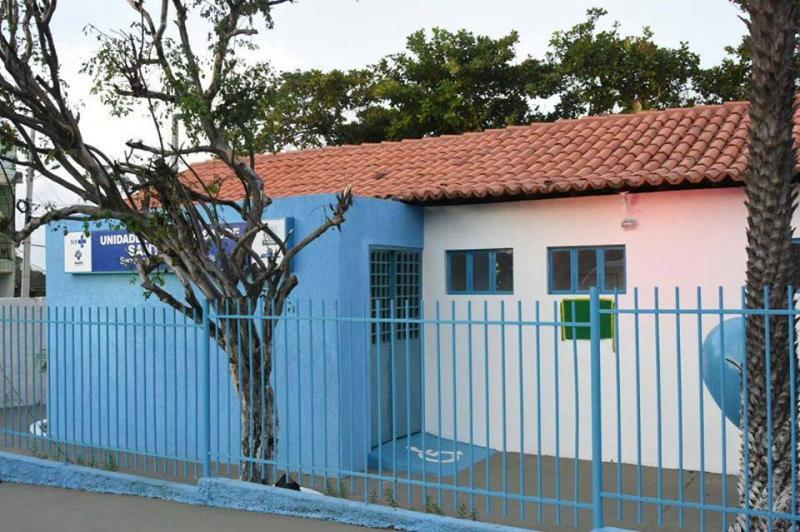 Prefeitura de Floriano entrega limpeza e manutenção da UBS do Alto da Cruz e veículos para a Saúde