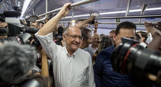Governadores de sete Estados deixam cargo para disputar eleição