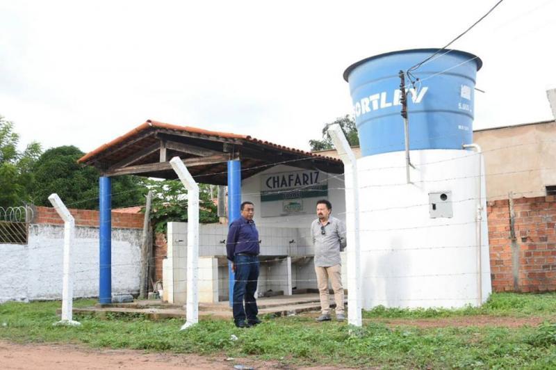 Prefeito Joel visita obras de reforma de chafarizes em Floriano