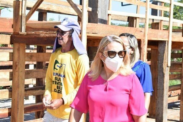 Prefeita Neidinha visita obras de reforma do Matadouro de Guadalupe