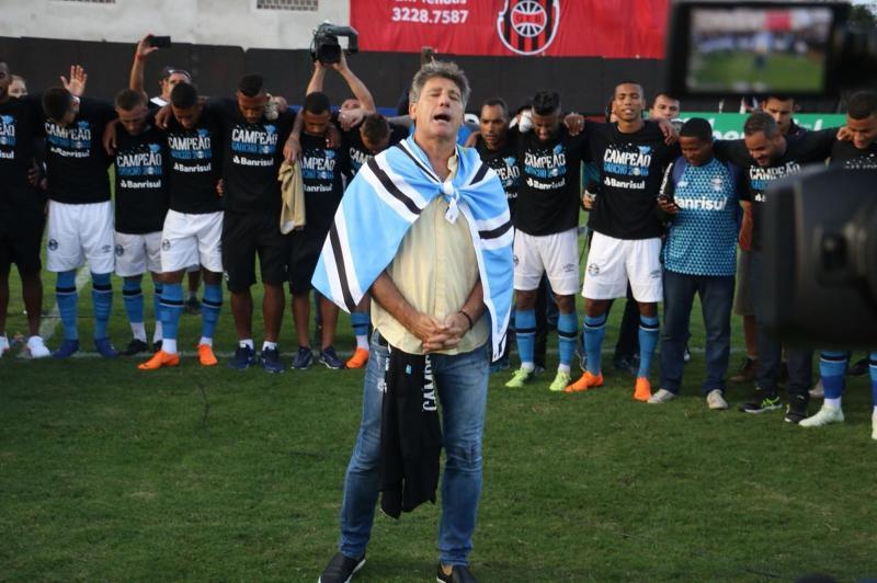 Campeão do Gauchão, Renato confirma permanência no Grêmio e diz