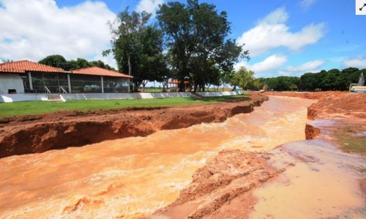 Defesa Civil retira famílias que moram entorno da Barragem do Bezerro
