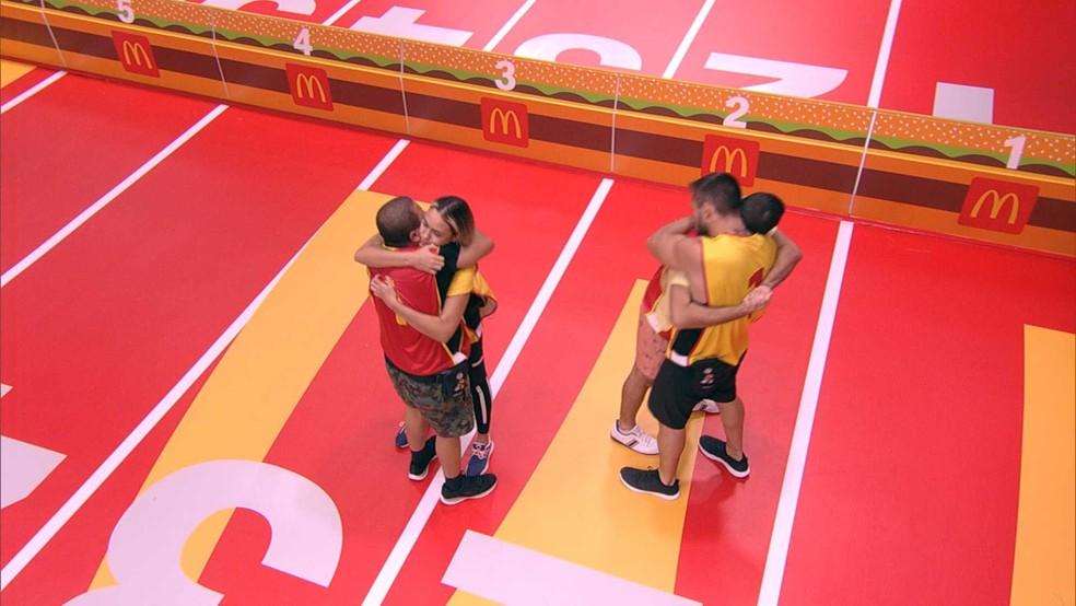 Arthur e Projota são última dupla a deixar a Prova do Líder McDonald's — Foto: Globo