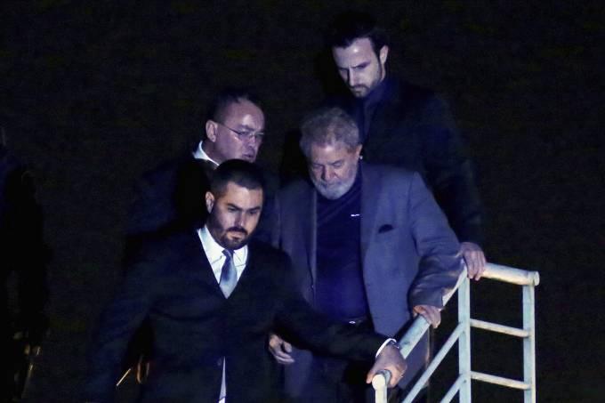 Vaza áudio de avião que conduziu Lula: 'Leva e não traz nunca mais'