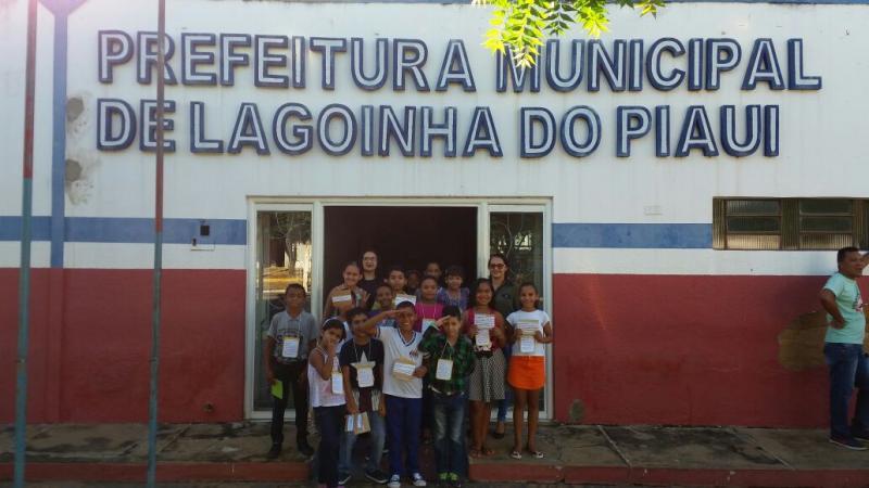 Alunos da rede municipal de ensino visita  a sede da prefeitura municipal de lagoinha do piauí