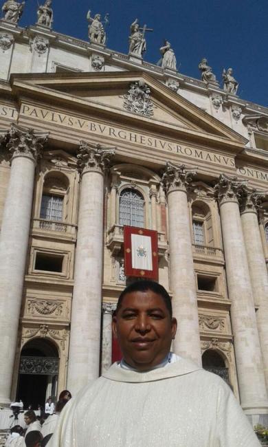 Padre de Avelino Loeps visita papa no Vaticano