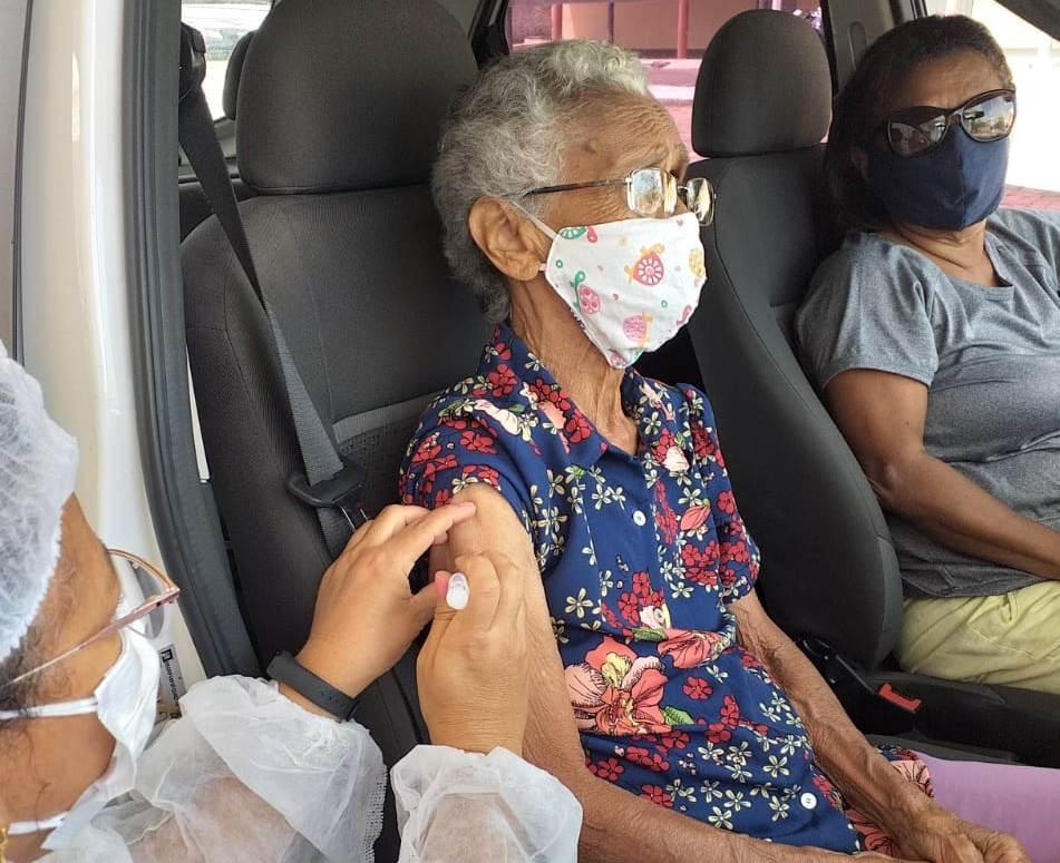 Vídeo: Timon dá início à vacinação dos idosos com 90 anos ou mais
