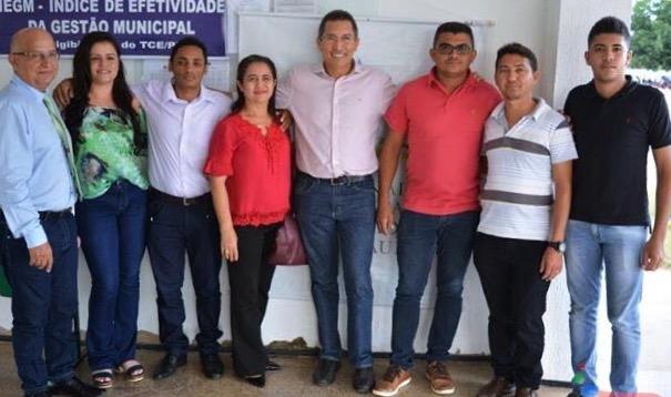 Vereadores e prefeito de Barra D'Alcântara participaram de seminário em Valença