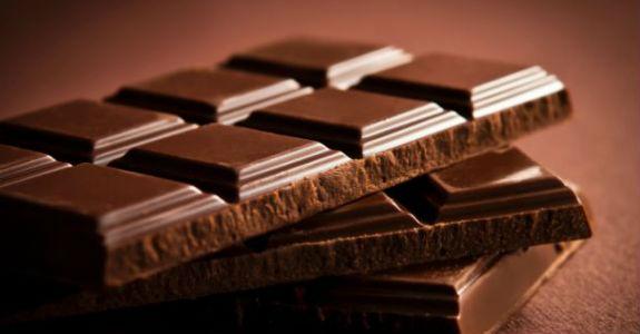 Anvisa proíbe venda de chocolates, água mineral e queijo; confira