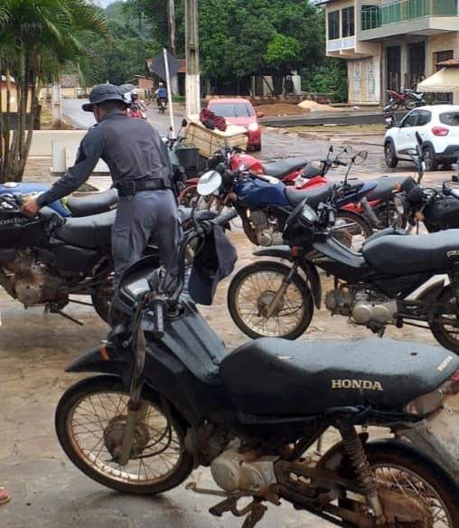 Policia Militar realiza blitz no centro e bairros em Mirador