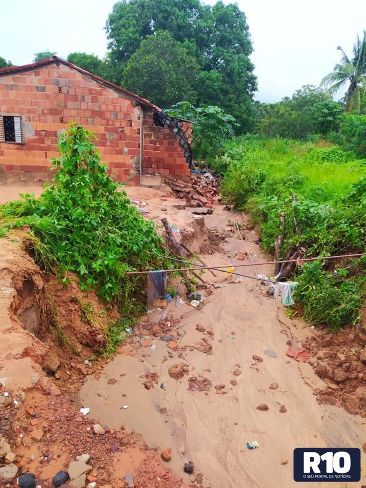 Chuva deixa família desalojada em Gilbués