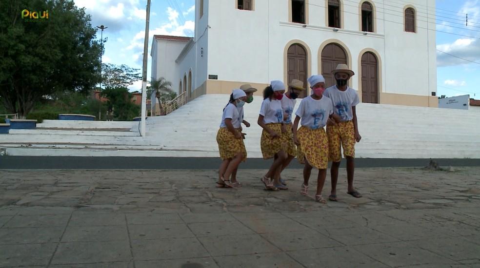 Cavalo Piancó mantém viva tradição popular em Amarante, no Norte do Piauí — Foto: Reprodução /TV Clube