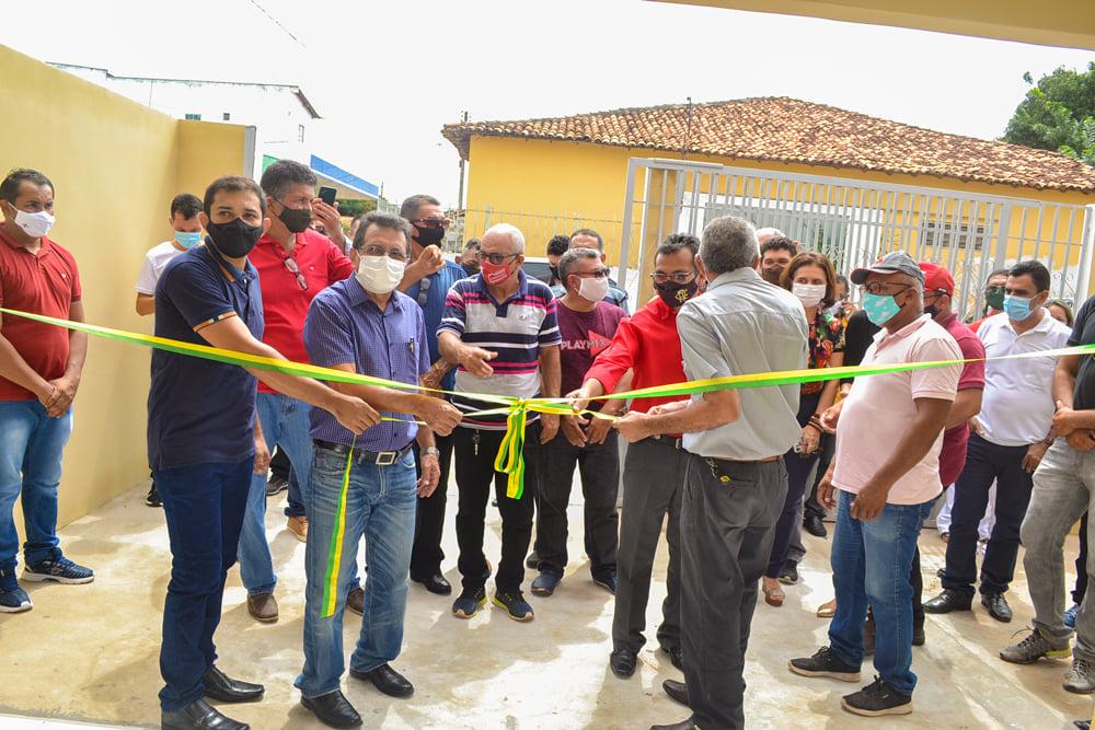 Prefeito Genival Bezerra acompanhado do vice Chaguinha Santino e secretário de meio ambiente Francivaldo Borges.
