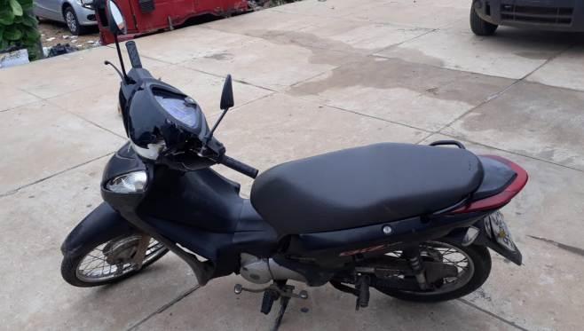 A moto roubada estava sendo usada para praticar assaltos em série
