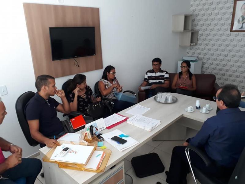 Prefeito Osvaldo Bonfim se reuniu com servidores para tratar de reajuste salarial