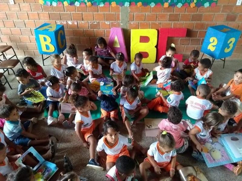 Alunos do ensino infantil tem acesso à livros adequados para idade