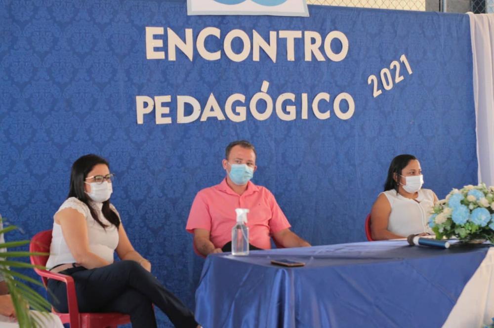 Prefeita Genir Ferreira participa do 1º encontro pedagógico em Boqueirão
