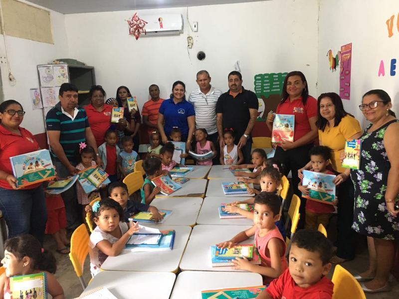 Prefeito Antônio Neto Realiza entrega de novos livros para escolas infantis de Lagoa do Piauí