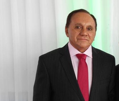 Justiça determina que prefeito suspenda contrato e pagamento de advogados