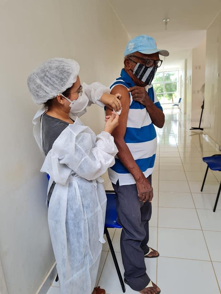 Saúde de Oeiras inicia vacinação em idosos de 80 e 84 anos contra Covid-19