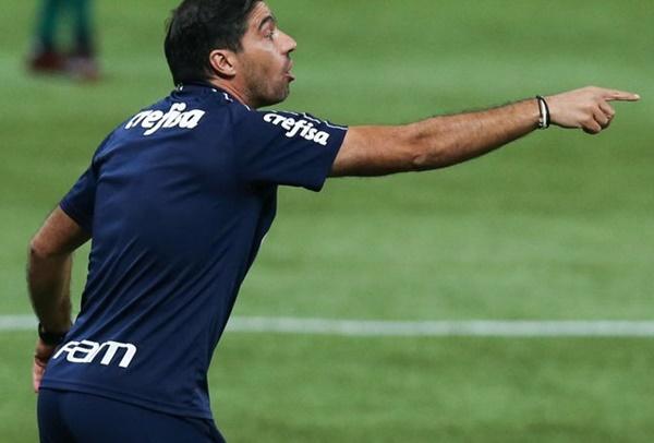 Abel Ferreira comandando o Palmeiras em campo - GettyImages
