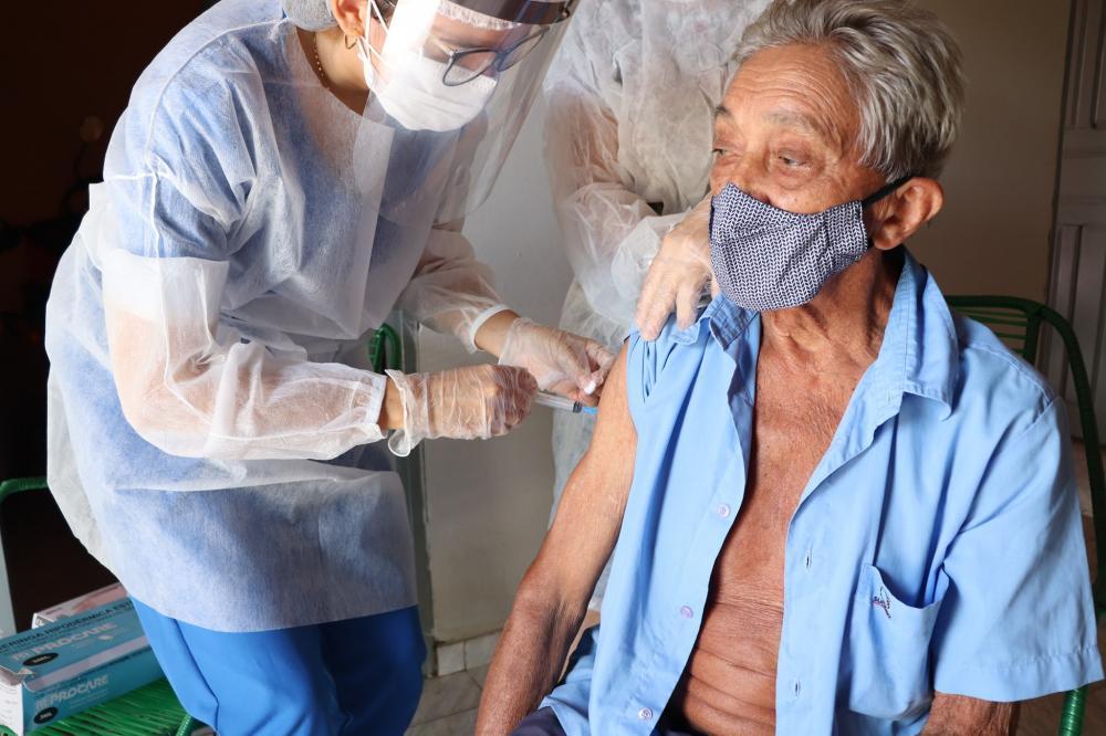 Secretaria inicia vacinação para idosos acima 85 anos no município