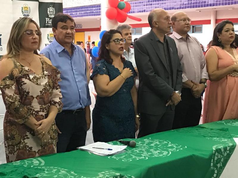 Prefeitura de Altos inaugura creche Zezita Barbosa