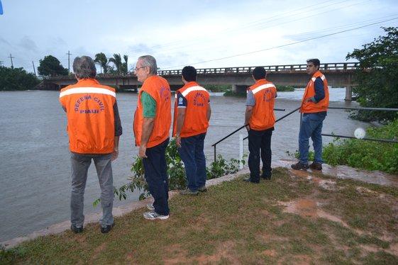 Defesa Civil intensifica trabalho em municípios atingidos pelas cheias